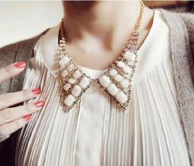 Fashion and Elegant Style Rhinestone and Ruby Embellished Faux Collar Necklace